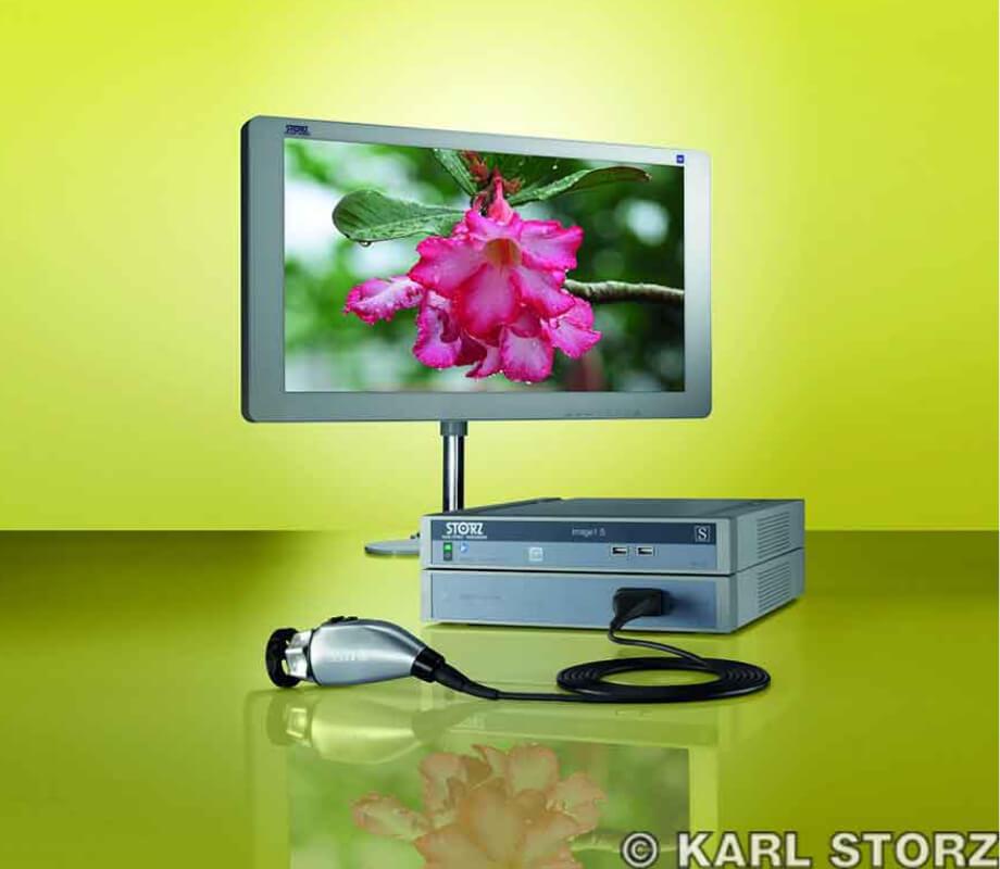 腹腔鏡手術に使用する4K高精細度モニター